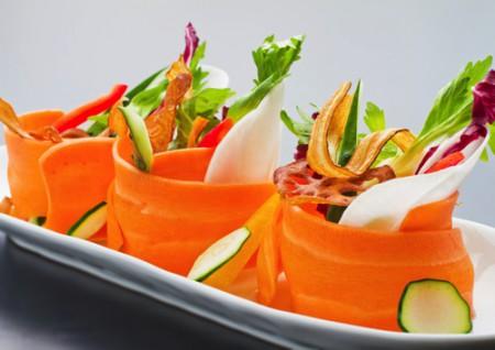雲丹ひしおでお召し上がりいただく薄切り野菜のサラダ